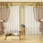 Phòng khách nhẹ nhàng thanh thoát với rèm vải voan